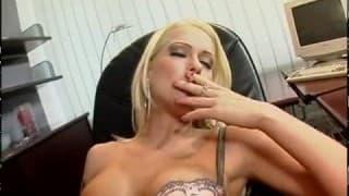 Stacy Silver ist eine vollbusige Blondine