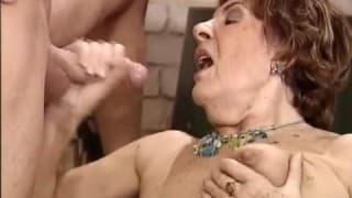 Reife Frau trifft auf Frischfleisch