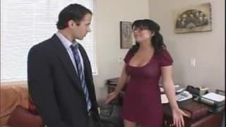 Eva Angelina entschuldigt sich bei ihrem Boss
