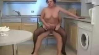 Runde mollige reife Frau wird gefickt