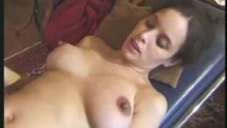 Schwangere Frau bläst den Schwanz ihres Arzt