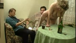 Fetter junger Typ fickt reife Frau