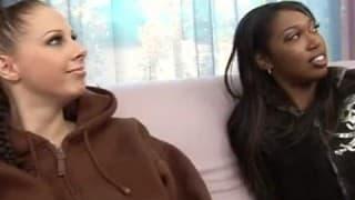 2 Mädchen werden von riesigem Schwanz gefickt