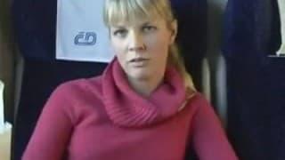 Er fickt eine Blondine auf dem Zug