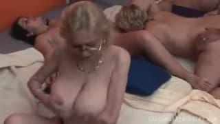 Große Orgie mit diese reifen Paar