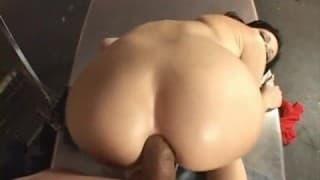 Rebeca Linares bläst einen Schwanz