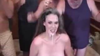 Das Gesicht kriegt viel Sperma ab...!