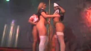Drei heiße Krankenschwestern an der Stange