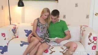 Eine echte Blondine fickt mit ihrem Freund