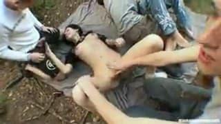 Betrunkene Studenten in einer kleine Orgie