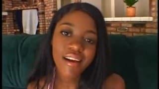 Diese junge Schwarze hat fantastische Titten