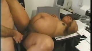Die schwangere Sekretärin wird dreckig im Büro