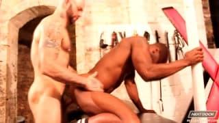 Schwarzer Mann bekommt dicken Schwanz anal
