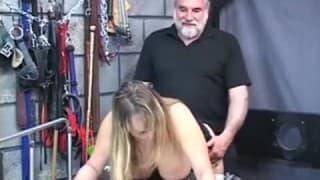 Frau mit dicken Titten besorgt es ihrem Mann