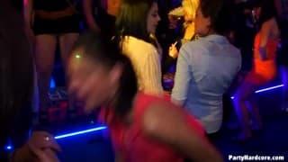 Versaute Mädchen im Party Modus