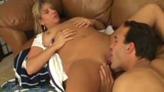 Diese Krankenschwester ist hungrig!