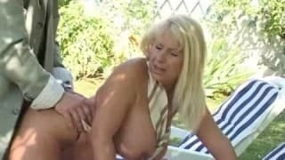 Italienische reife Frau draußen gefickt