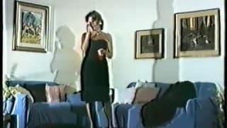 Vintage Striptease auf dem blauen Sofa