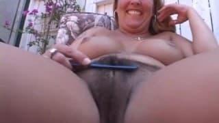 Joclyn Stone lässt ihre haarige Muschi lecken