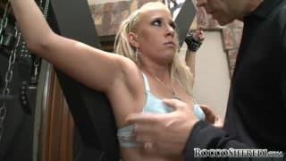 Tarra White empfängt Roccos dicken Schwanz