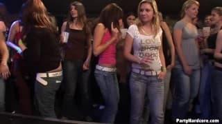 Schlampen ficken im Nachtclub
