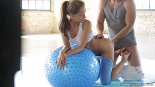 Sophie Lynx hat schönen Sex mit Sportlehrer