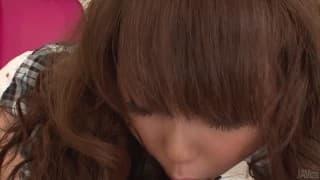 Jyunko Hayama lutscht den haarigen Schwanz