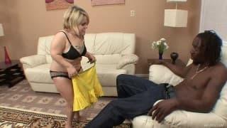 Stella Marie besteigt einen schwarzen Typen