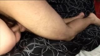 Eine reife Liliputanerin und ein junger Penis