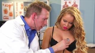 Nikki Delano, Pornodarstellerin beim Arzt