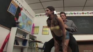 Tiffany Summers fickt mit ihrem Professor