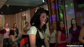Amateurschlampen ficken im Nachtclub