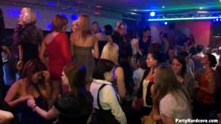 Amateure ficken in einem besonderen Nachtclub