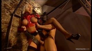 Stacy Silver ist nicht gegen BDSM