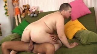 Dieser Latino-Kerl fickt gerne fette Frauen