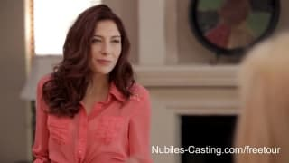 Nubiles Casting - Verschluckt sie den Penis?