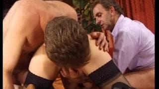 Lesley genießt Sex mit zwei Kerlen