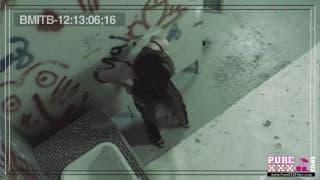PureXXXFilms - Junger Teenager im Badezimmer
