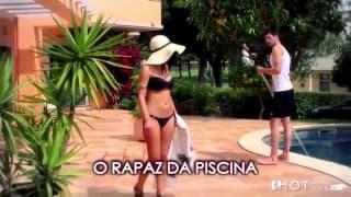 Eine Latina-Hausfrau fickt den Pooljungen