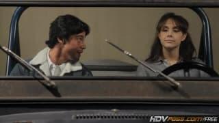 Chanel Preston bläst den Pimmel im Auto