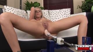 Kaylee Hitlon genießt doppelte Masturbation