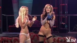 Pornostars sind nackt für eine geile Show