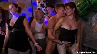 PartyHardcore - Gruppensex in der Disko