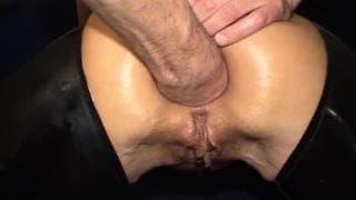 Ein gutes Video mit einem Faustfick im Arsch