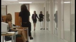 Kata Lynn & Nicole Thomson stehen Uniform