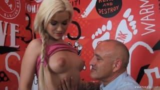 Süße Blondine Bibi Noel bumst einen Franzosen