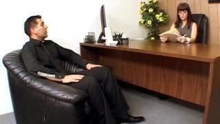 Carrie Ann möchte im Büro Sex haben