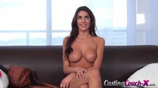 August Ames sieht sexy aus im Pornocasting
