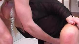 Nadia Welsh verschluckt sich an seinem Penis