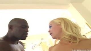 Layla Jade & ihre Freundin arschgefickt